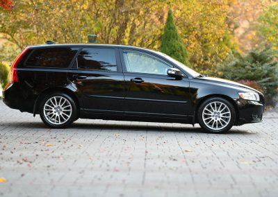 2009-Volvo-T50-Wagon-Detailed