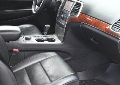 Jeep-Grand Cherokee-Interior-Detailed